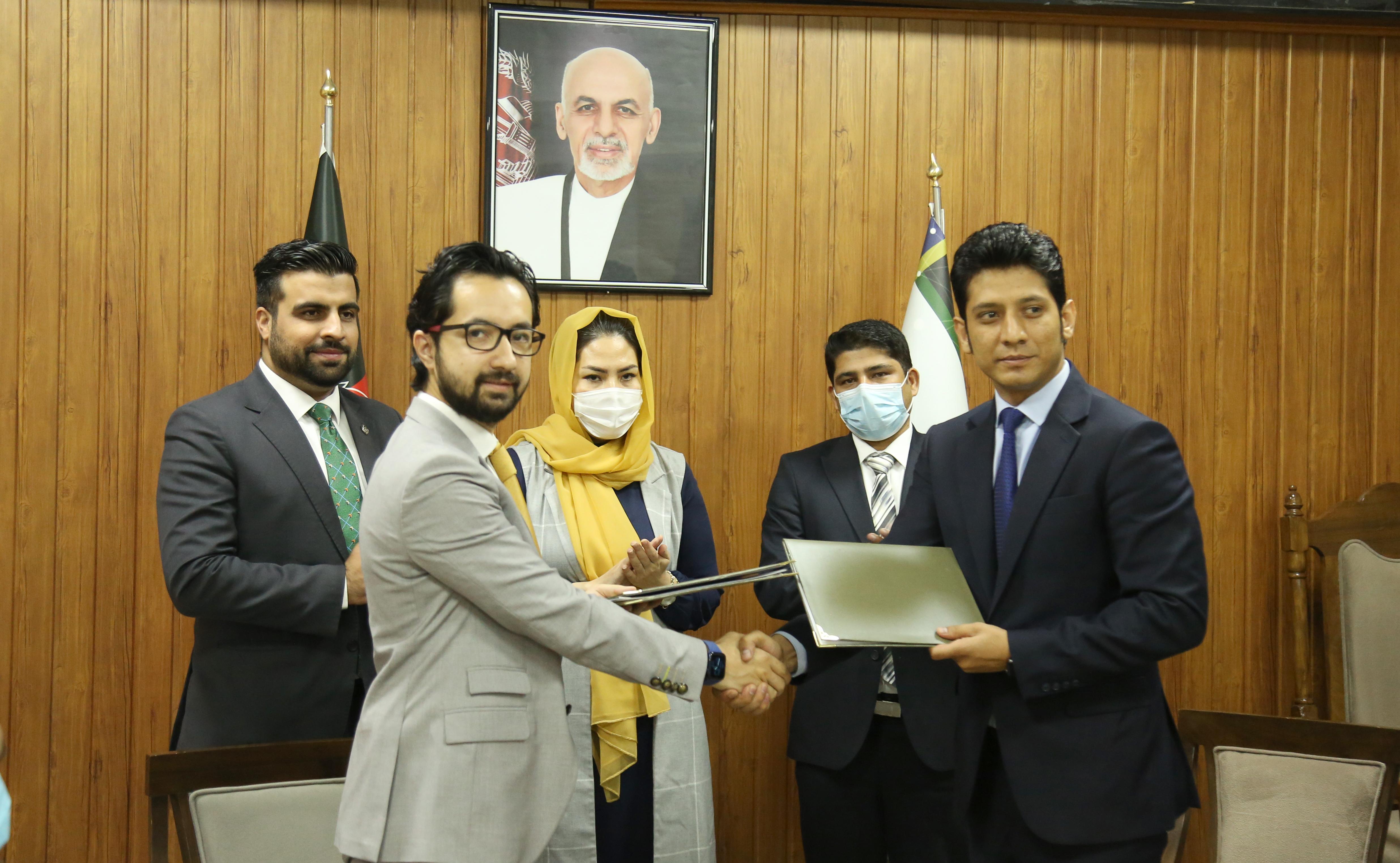 تصاویری امضای تفاهمنامه با شرکت مخابراتی افغان بیسیم و شرکتهای ISPs