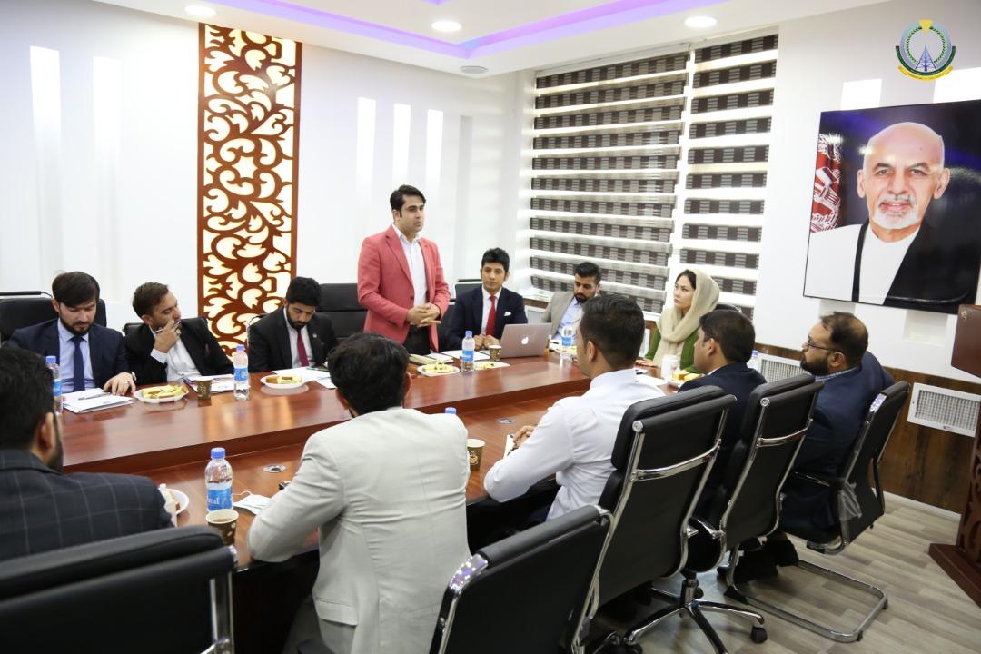 نمایندگان ادارات اشتراک کننده نیز ضمن ارایه طرحها، نظریات و پیشنهادات شان پیرامون ایجاد یک مرکز معیاری ومطابق به استندردها و پاسخگوی نیازمندی ادارات دولت افغانستان صحبت نمودند.