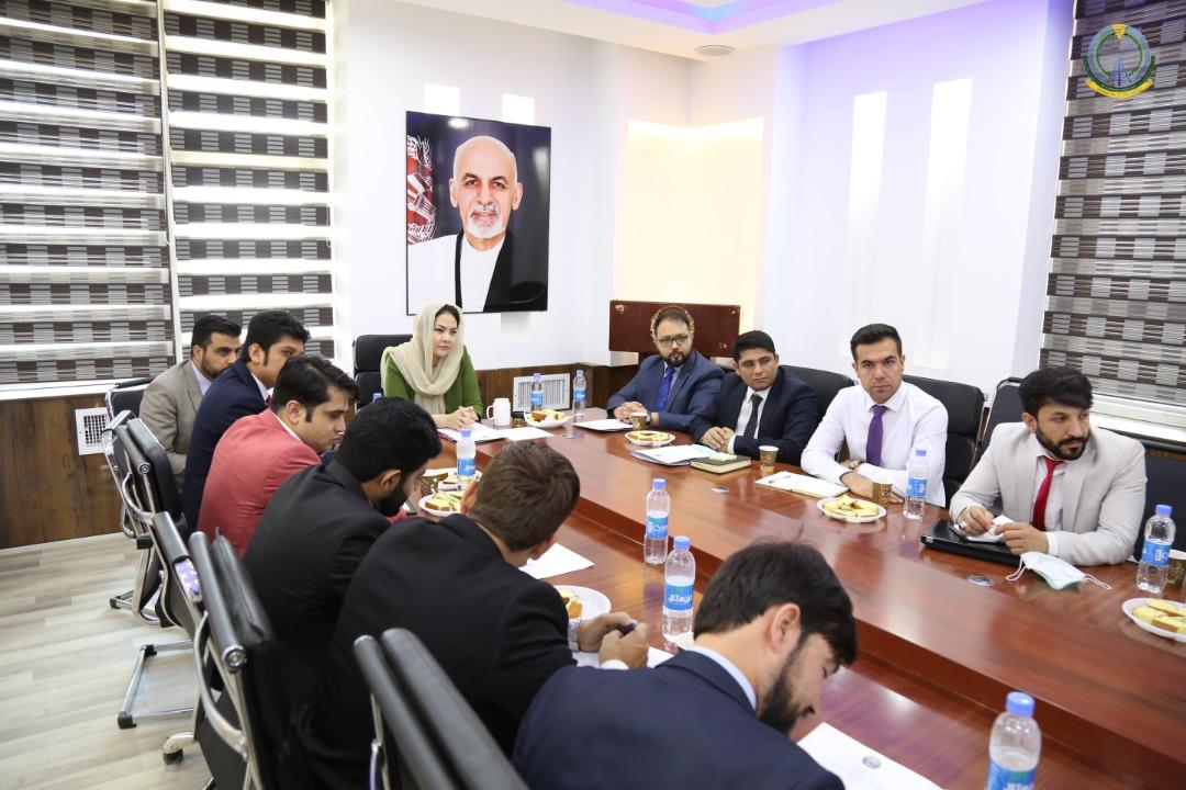 جلسه مشورتی با رییسان IT وزارت خانه ها و ادارات دولتی پیرامون ایجاد یک مرکز معیاری ملی معلومات برگزار شد