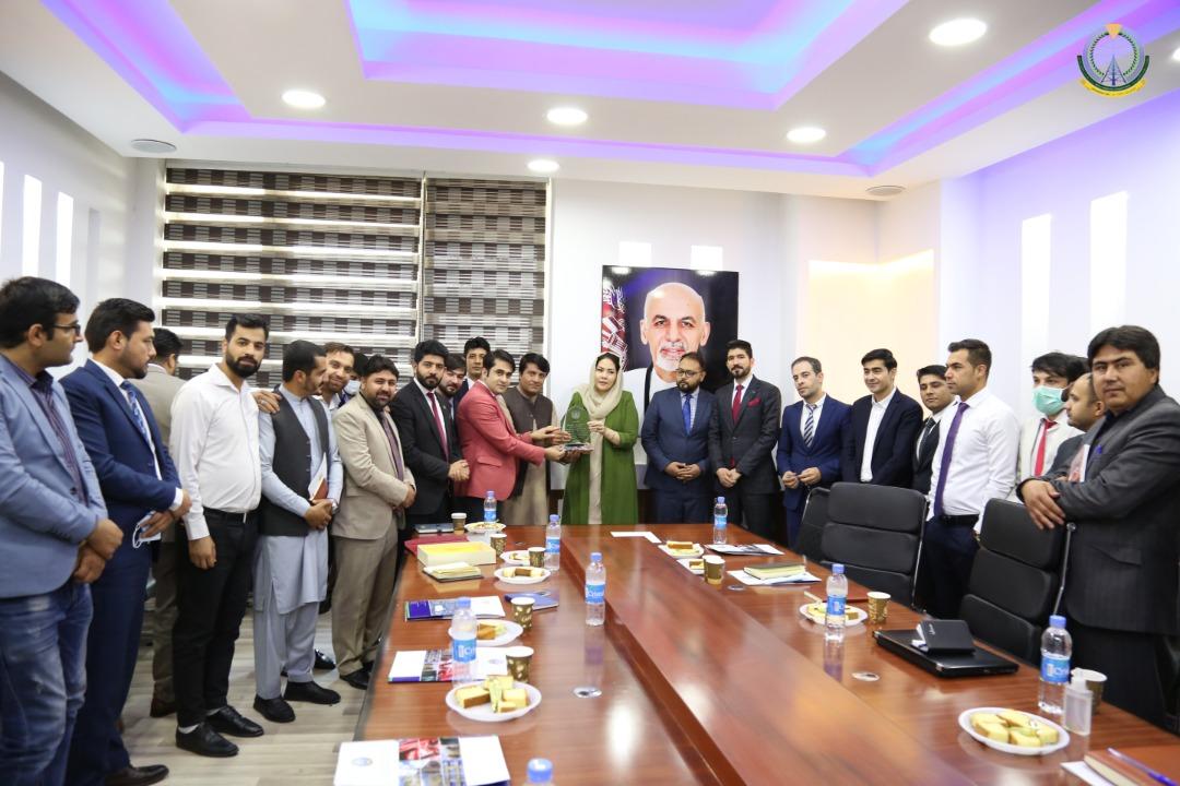 در ختم این جلسه، مسوولان و نمایندگان شورای IT افغانستان از تلاش ها و زحمات وزیر مخابرات و تکنالوژی معلوماتی به هدف ایجاد زبان مشترک و هماهنگی میان ادارات دولتی با اهدای تندیس تقدیر کردند.